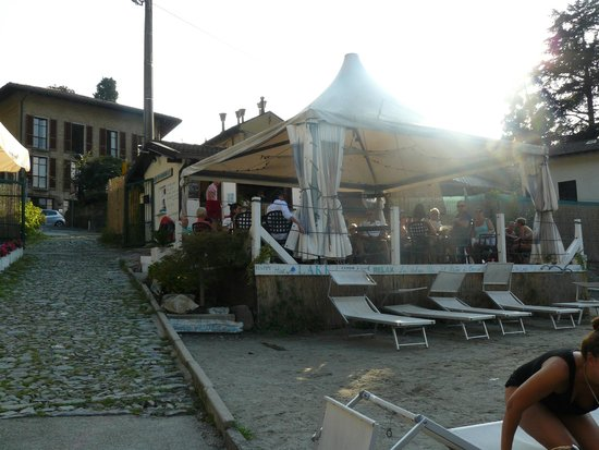 Hotel Ristorante Vapore : Hotel and nearby Beach Bar.