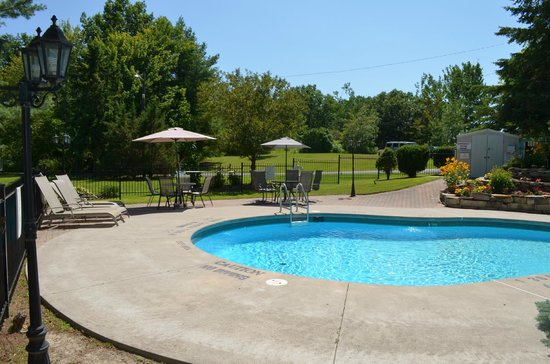 Country Squire Resort & Spa: pool