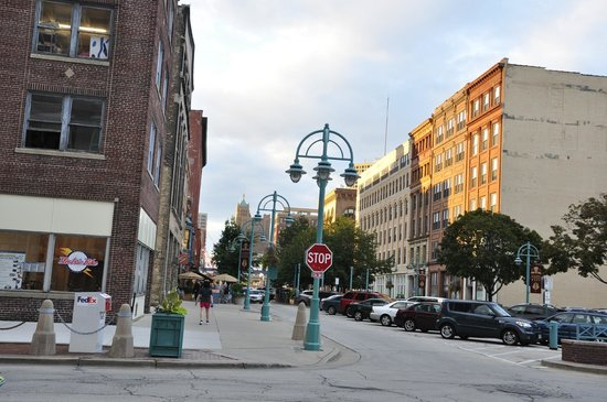 Milwaukee Food & City Tours: we learned about the historic third ward buildings