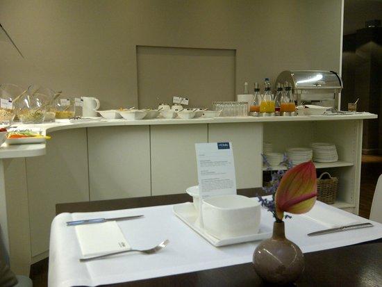 H'Otello H'09: barra de desayuno buffet hasta las 10 AM