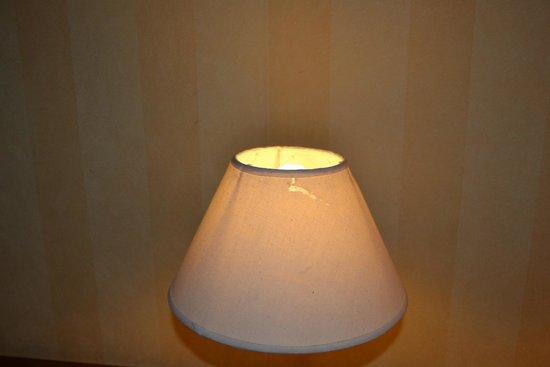 Hotel Horus: La lámpara sucia