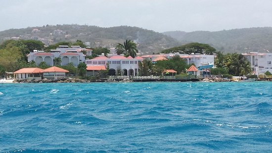 Franklyn D Resort & Spa: View of FDR from dive boat