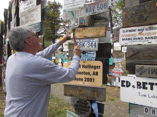 Sign Post Forest : Putting up our license plate