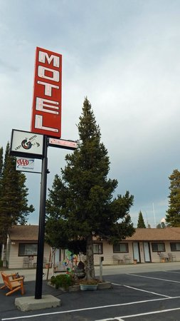 Lazy G Motel: Motel sign and part of the single-story section of the motel. Room 1 is at the left.