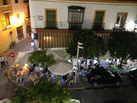 Hotel Puerta de Sevilla : view accross the road