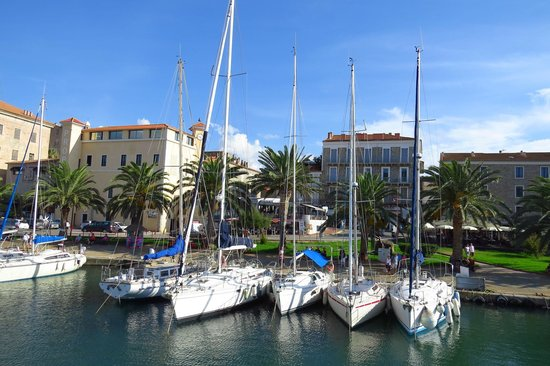 Residence Guddelmoni : vue sur port