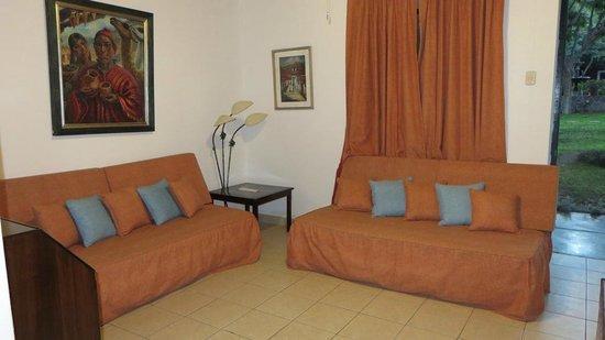 Hotel Majoro: Salon dans chambre