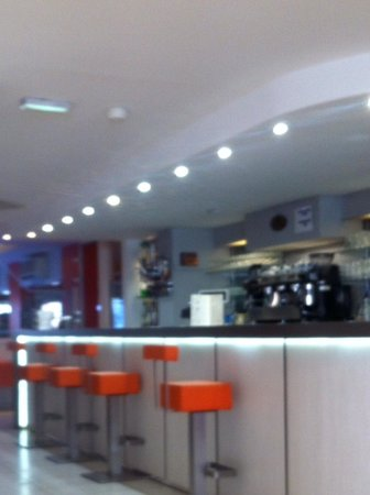 Agena Hotel: Pleasant bar