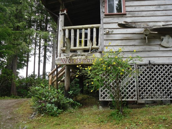 Cottages at Woods End Landing in Bamfield: side view of our cabin