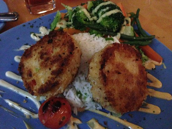 Capt's Waterfront Grill : Crab Cakes