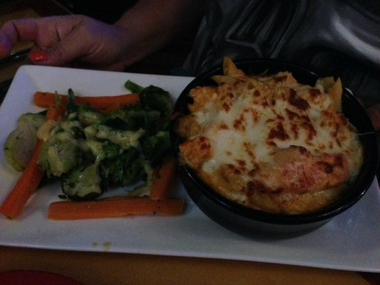 Capt's Waterfront Grill : Lobster Mac