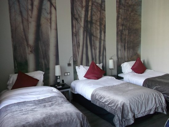 The Queen's Gate Hotel: Triple Room