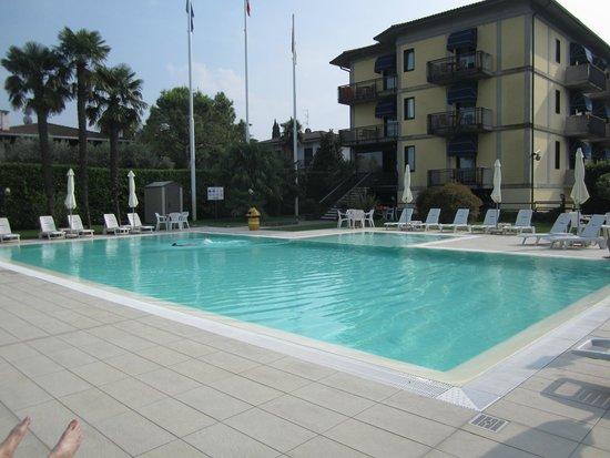 Hotel Puccini : Pool mit Hotel