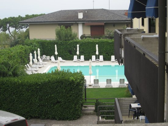 Hotel Puccini : Blick vom Hotelzimmer auf den Pool