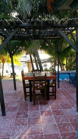 El Milagro Beach Hotel and Marina: beach cabana outside dining