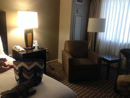Hilton Charlotte University Place : King Size Suite