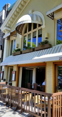 Morello Bistro: Front entrance as seen from the street