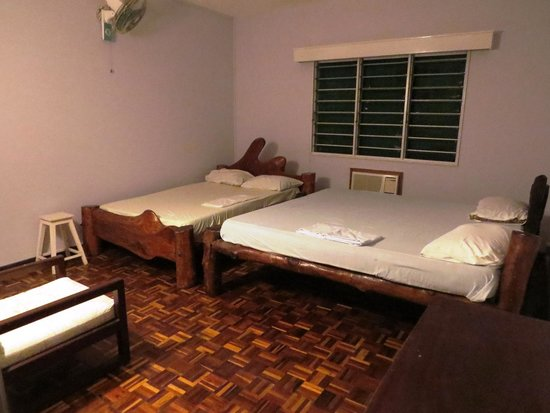 Backpacker's Nirvana: family room up to 5 persons large 6'6 & 4'6 Swahili beds