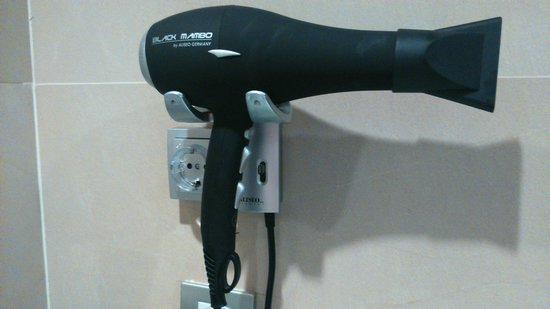 NH Collection Barcelona Gran Hotel Calderón: Black Mambo Hairdryer - the best hotel hairdryer...EVER!