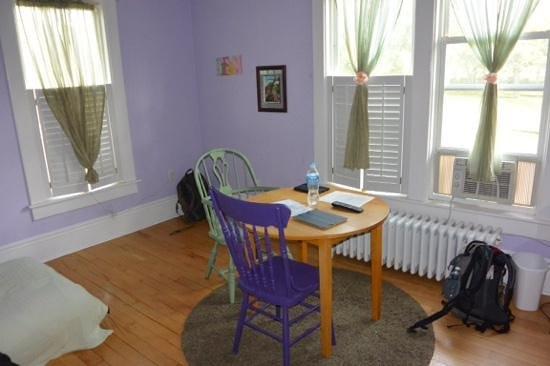 Locust Hill Inn, Cabin & Pub: Suite Dreams - living area