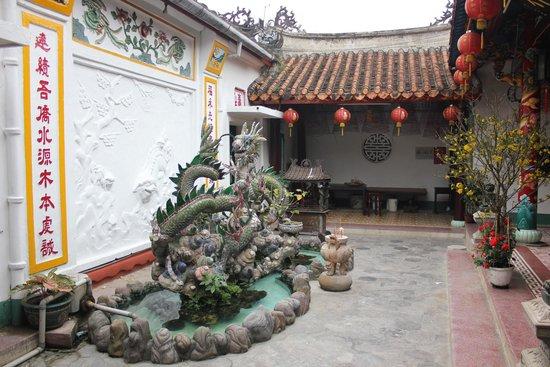 Fukian Assembly Hall (Phuc Kien): Фонтан