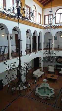 Hotel Rural Huerta de las Palomas: Even got an indoor fountain