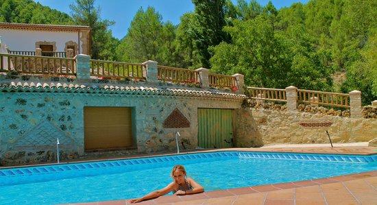 La piscina picture of hotel rural hospederia rio zumeta for Piscina hotel w santiago