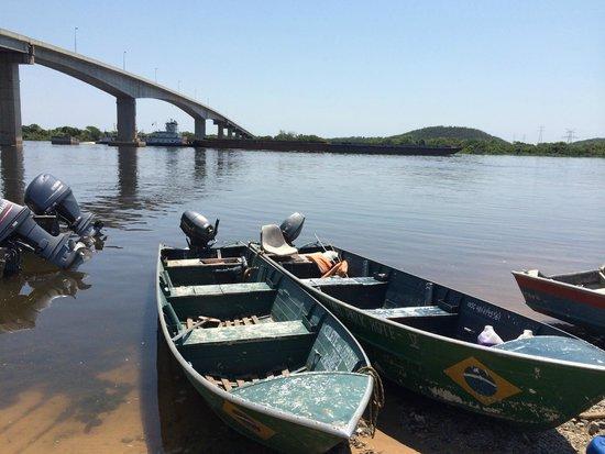 Pantanal Park Hotel: Río Paraná, bajada al río de 4 km para llegar al Hotel