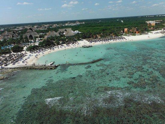 Luxury Bahia Principe Sian Ka'an Don Pablo Collection : view of hotel/beach parasailing