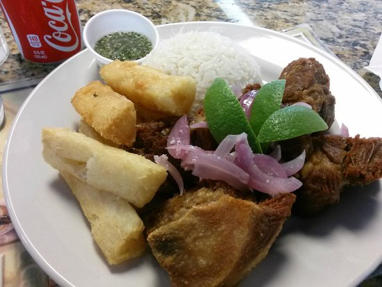 Cuban Delights Cafe : Masitas de puerco (Fried pork chunks) Fried yuca and rice!