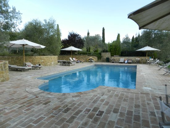 Tenuta Santo Pietro : lovely and quite pool area