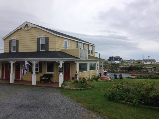 Peggy's Cove Bed & Breakfast: B&B and view
