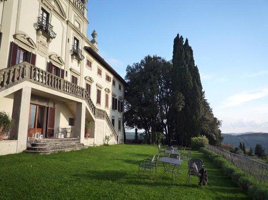 Villa  Vistarenni: façade et terrasse