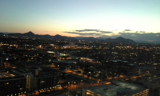 Sheraton Grand Phoenix : Beautiful sunrise view from the room.