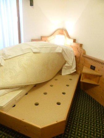 Palace Ravelli: Boarded mattress base
