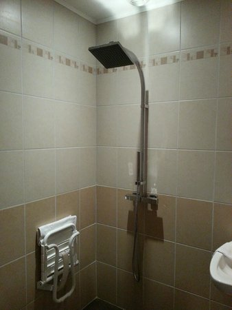 """Hotel Bal : Fantastic wet room """"Italian shower"""" in the disabled room"""
