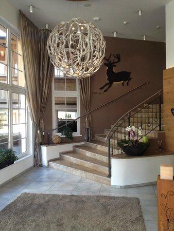 moderner eingangsbereich bild von hotel waidringer hof 1 tiroler gl ckshotel waidring. Black Bedroom Furniture Sets. Home Design Ideas