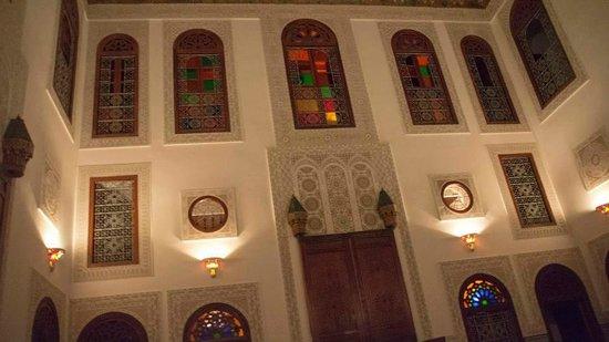 Riad La Perle De La Medina : Same windows from the middle court