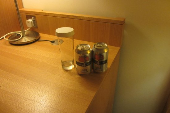 Doubletree by Hilton Hotel Leeds City Centre: The free drinks in the Executive Room...