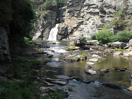 Linville Gorge: the falls and scramble-able rocks