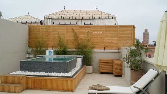 terrasse jacuzzi vue koutoubia photo de riad tahili. Black Bedroom Furniture Sets. Home Design Ideas