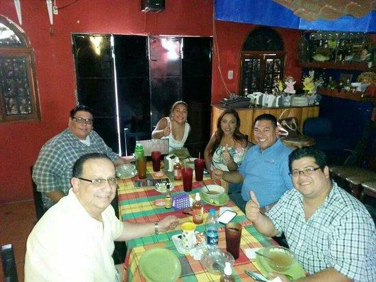 Guazapa, El Salvador: Con mis amigos disfrutando en este maravilloso lugar!!!!