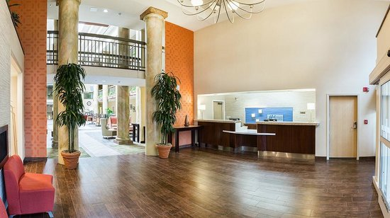 Holiday Inn Express Morgan Hill: Remodeled Lobby Entrance w/ Fireplace