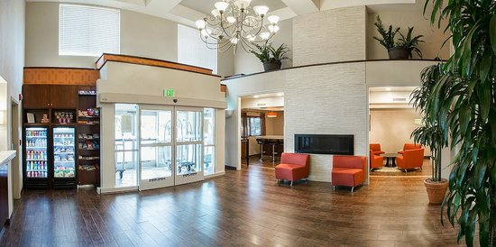Holiday Inn Express Morgan Hill: Lobby Entrance w/ Fireplace