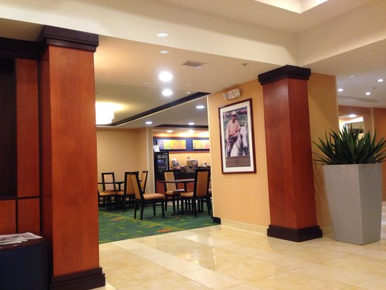 Fairfield Inn & Suites by Marriott at Hartford Airport: Lobby area