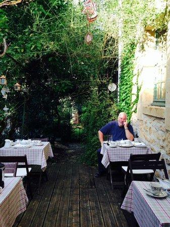 Le Jardin Sarlat: The breakfast terrace