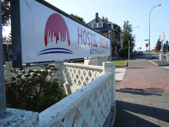 Reykjavik Hostel Village: Outside sign