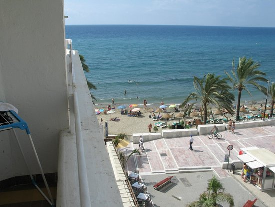 Aparthotel Puerto Azul Marbella: View from side room