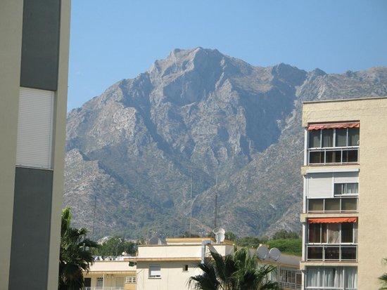 Aparthotel Puerto Azul Marbella: View to rear from balcony