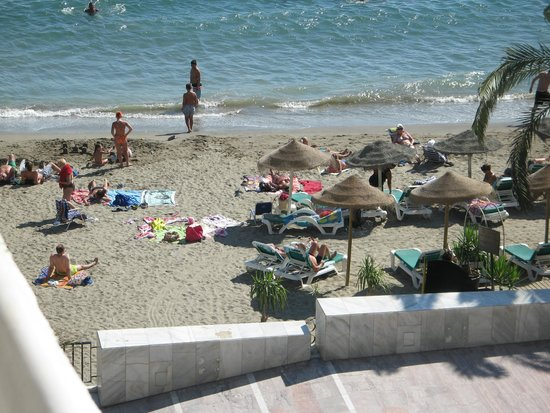 Aparthotel Puerto Azul Marbella: Taken from side balcony